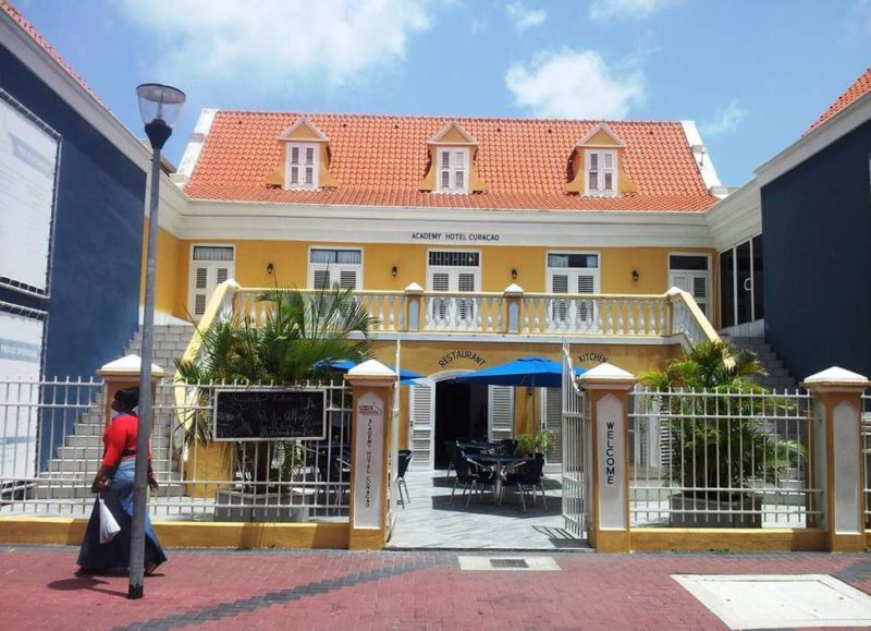 academy hotel curacao voorkant
