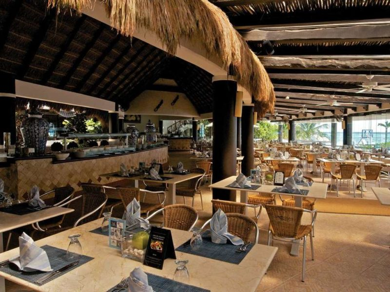 playacar resort restaurant